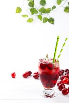 Succo di ciliegia fresco