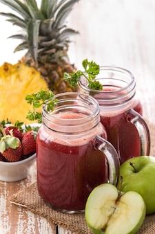 Succo di mix di ananas, mela e fragola