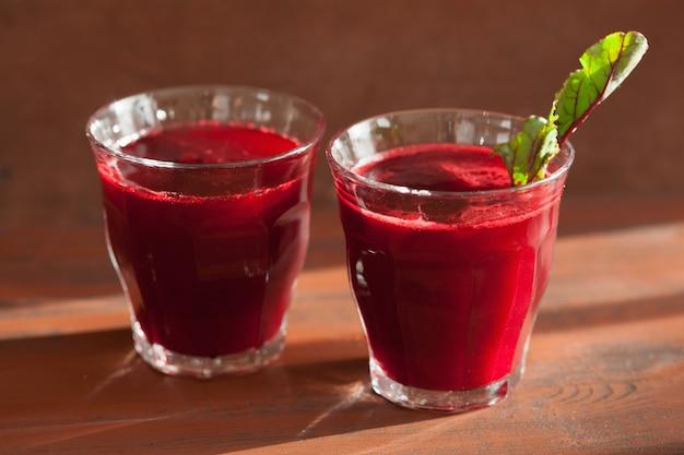 Succo e verdura di barbabietola sani freschi