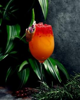 Succo tropicale con ghiaccio tritato
