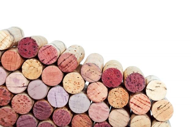 Sugheri del vino usati isolati su bianco