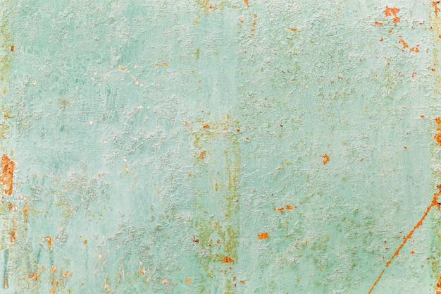 Superficie arrugginita di un foglio di ferro turchese. sfondo. spazio per il testo.