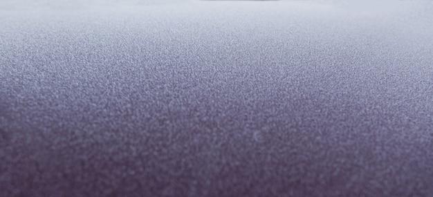 Superficie congelata dell'auto al mattino