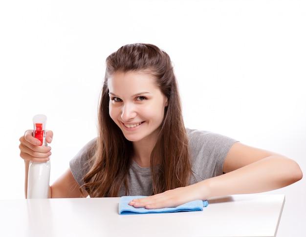 Superficie di pulizia della donna. isolato su sfondo bianco