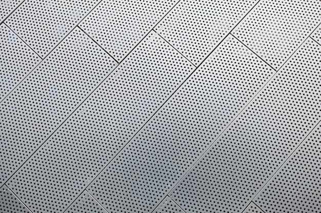 Superficie geometrica in metallo di un edificio moderno