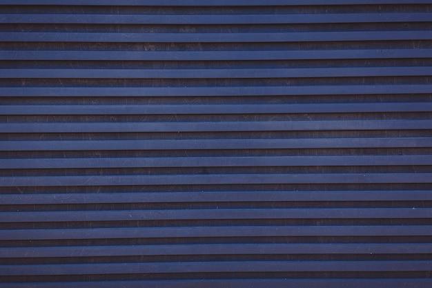 Superficie metallica a strisce blu