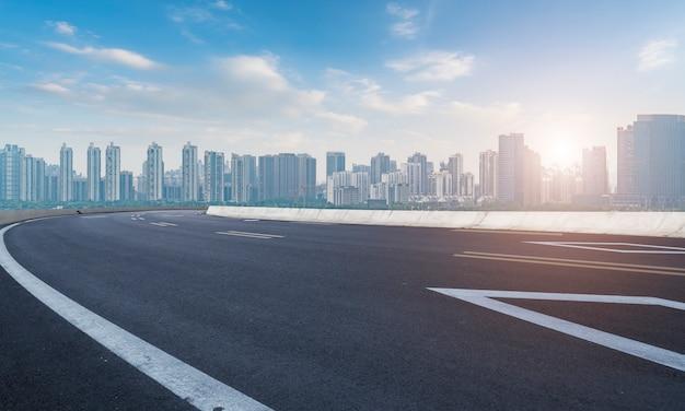 Superficie stradale e nanchang city skyline