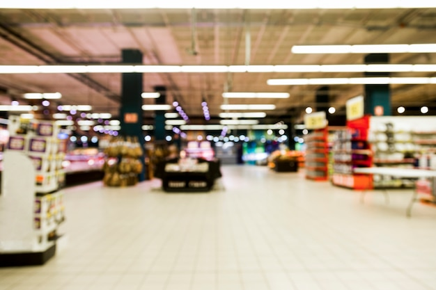 Supermercato con effetto sfocato