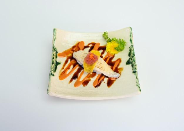 Sushi affumicati della salsa del vino rosso di engawa