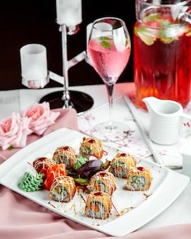 Sushi con zenzero e wasabi