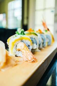 Sushi di gamberetti o gamberi