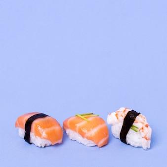 Sushi fresco copia-spazio