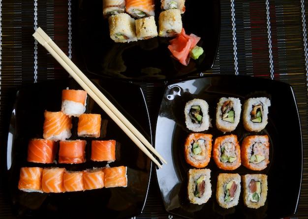 Sushi giapponesi sulla banda nera