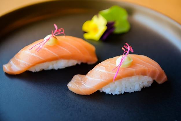 Sushi pronto per la festa, l'evento, la riunione, la celebrazione.