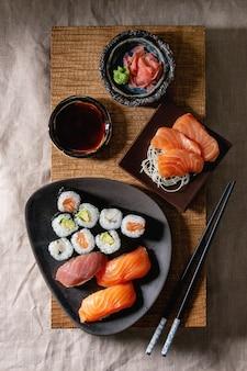 Sushi set nigiri e involtini di sushi
