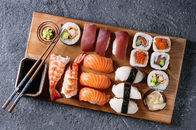 Sushi set nigiri e involtini