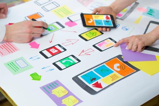 Sviluppo di applicazioni web creative per telefoni cellulari.