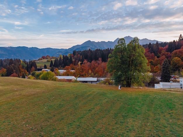 Svizzera, montagne alpine, tramonto, paesaggio estivo