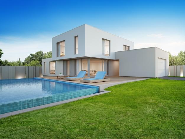 Svuotare il cortile nella casa di vacanza o nella villa per le famiglie numerose.