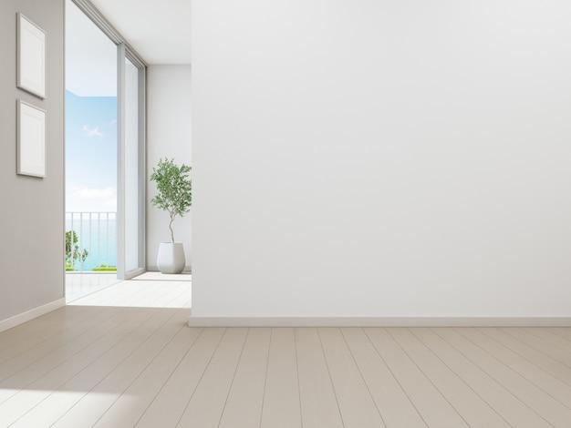 Svuoti il fondo bianco della parete nella casa di vacanza o nella villa di festa