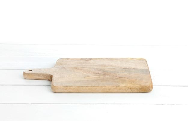 Svuoti la tavola bianca con il tagliere, montaggio dell'esposizione del prodotto