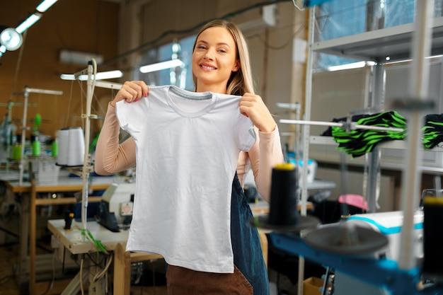T-shirt cucita a mano su misura per sarto da donna
