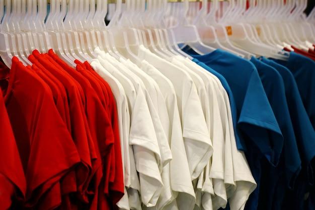 T-shirt in negozio