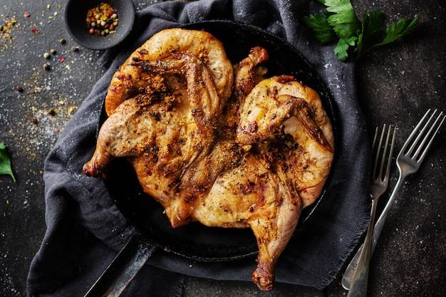 Tabaka di pollo al forno con spezie