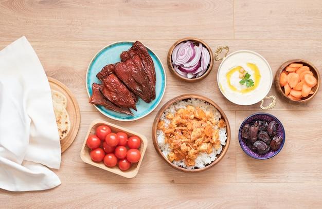 Tabella degli alimenti iftar. pasto serale per il ramadan