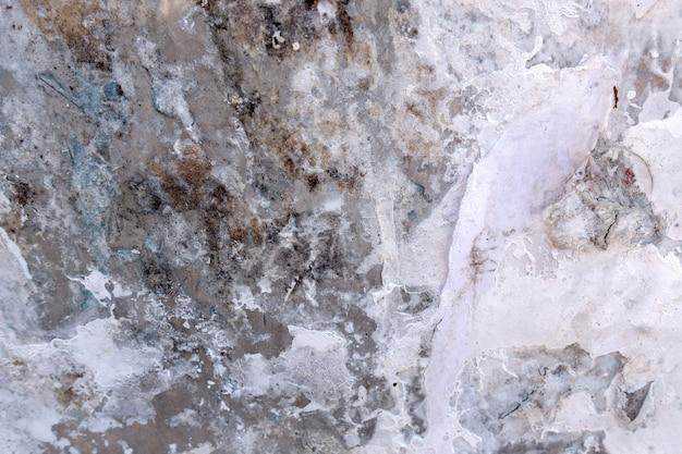 Tabellone per le affissioni del grunge dell'annata con il vecchio poster di carta strappata, annunci, texture adesivi.