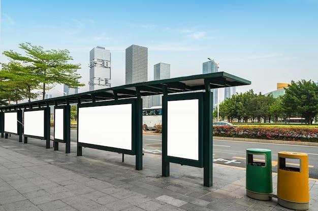 Tabellone per le affissioni della fermata dell'autobus in scena, shenzhen, porcellana