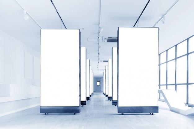Tabellone per le affissioni in bianco dell'interno