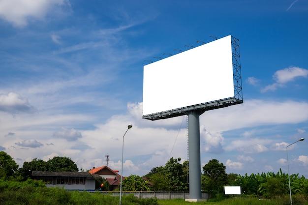 Tabellone per le affissioni in bianco per la nuova pubblicità