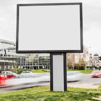 Tabellone per le affissioni in bianco pronto per la nuova pubblicità