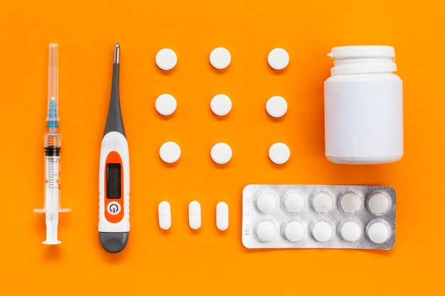 Tablet con pillole e contenitore