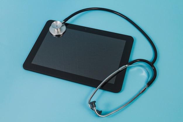 Tablet e stetoscopio