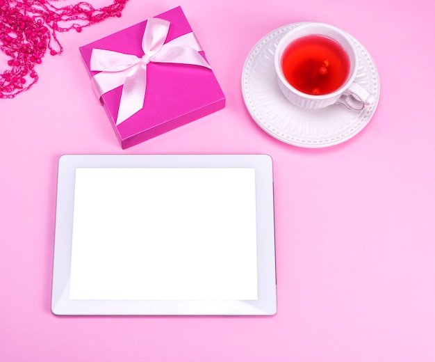 Tablet elettronico con schermo bianco vuoto