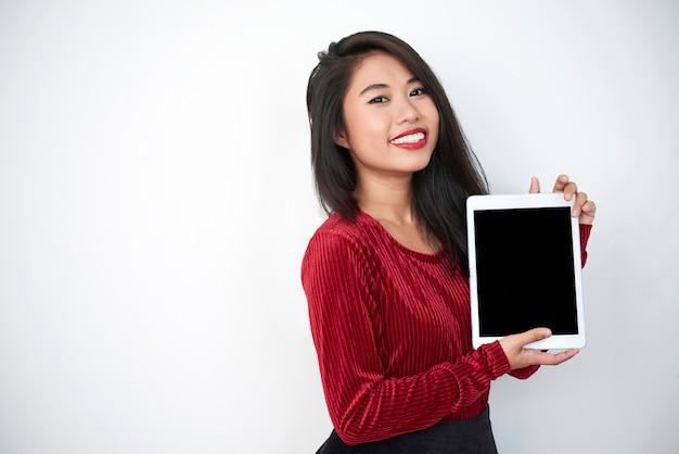Tablet pc modello asiatico della holding