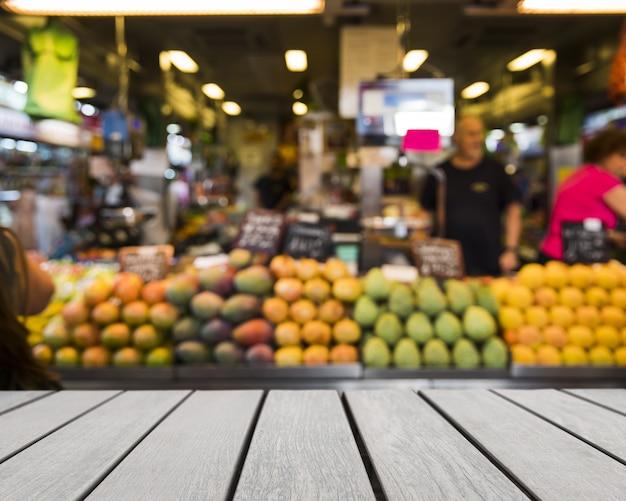Tabletop guardando ai frutti