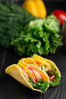 Taco con verdure fresche