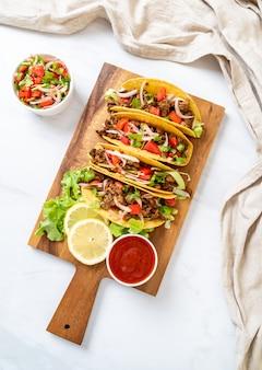 Tacos con carne e verdure