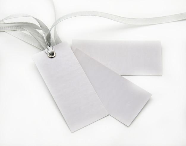Tag con cravatte grigie
