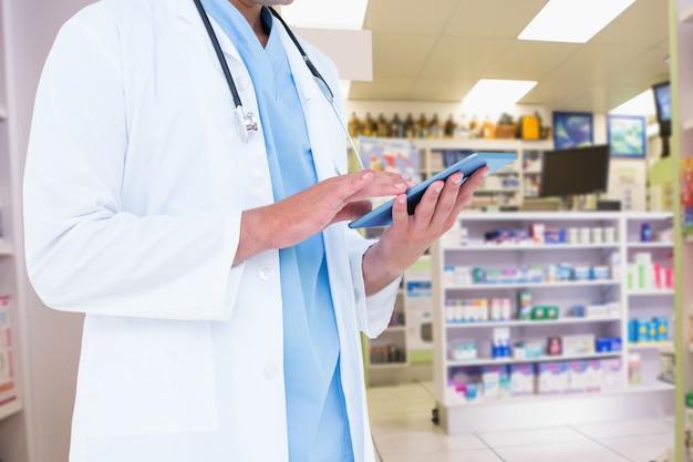 Tagliare medicamento medico la somministrazione di farmaci