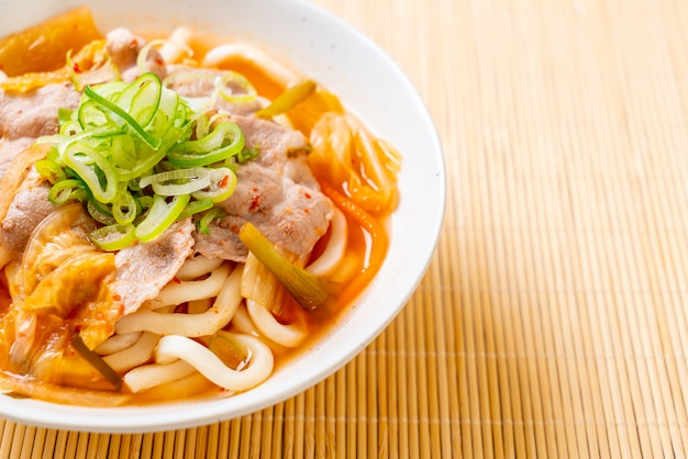 Tagliatella di ramon udon con maiale e kimchi