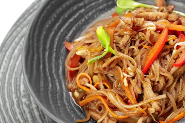 Tagliatelle asiatiche con carne