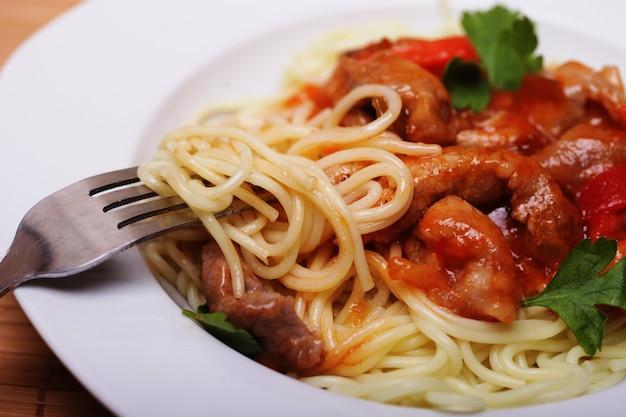 Tagliatelle con carne, cibo cinese