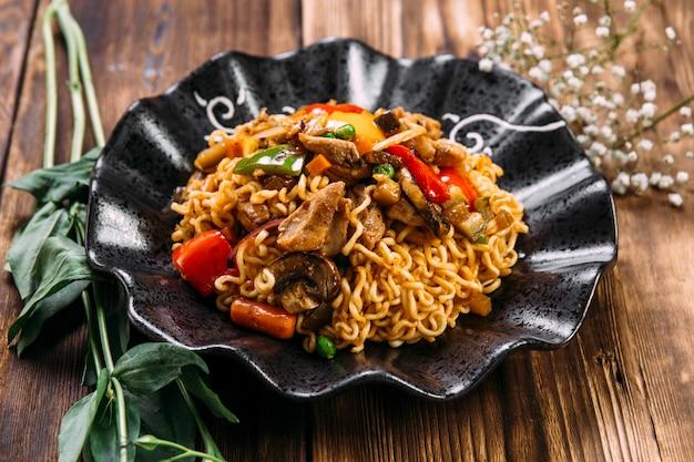 Tagliatelle ricci wok pollo funghi verdure