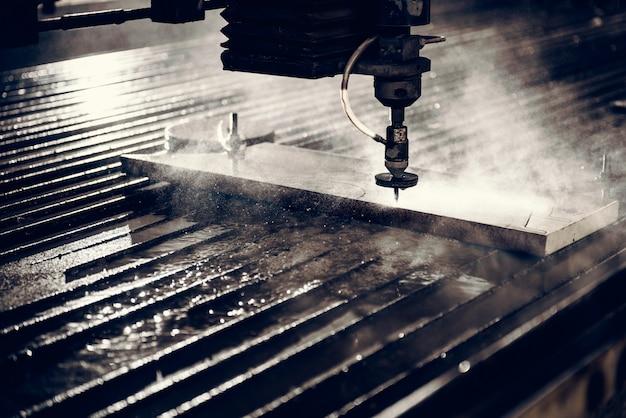 Tagliatrice del getto di acqua che taglia piastra d'acciaio
