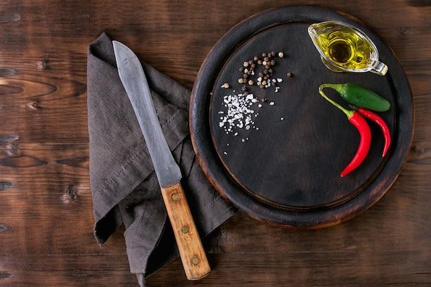 Tagliere con coltello