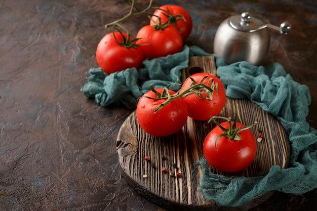 Tagliere con pomodorini